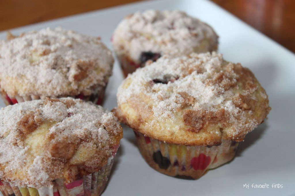 Streusel Topped Blueberry Muffins are easy and tasty!  #blueberrymuffins #baking #easyrecipes #bakingwithkids