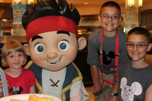Play and Dine at Hollywood and Vine Character Meal Experience