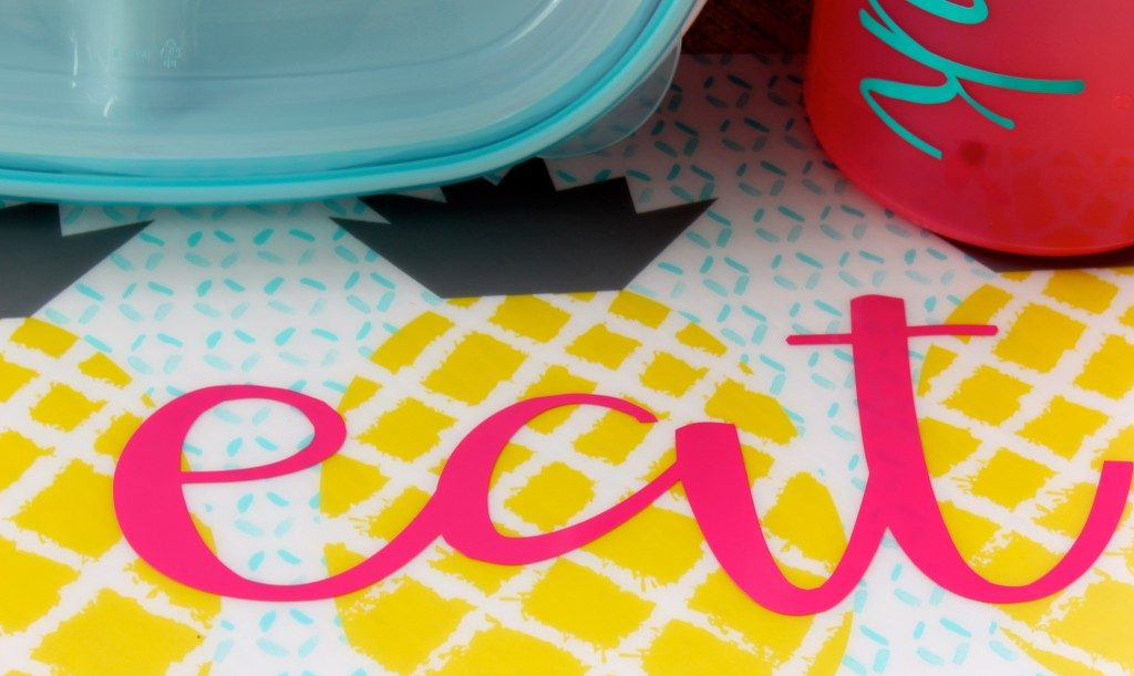 DIY Patio Placemats personalized with vinyl.  So easy, and makes a great gift!